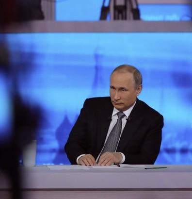 """Millionen Mitbürger nützten den """"heißen Draht"""" zum russischen Präsidenten Wladimir Putin, um konstruktiv Probleme zu diskutieren und zukunftsfähige Lösungen zu finden."""