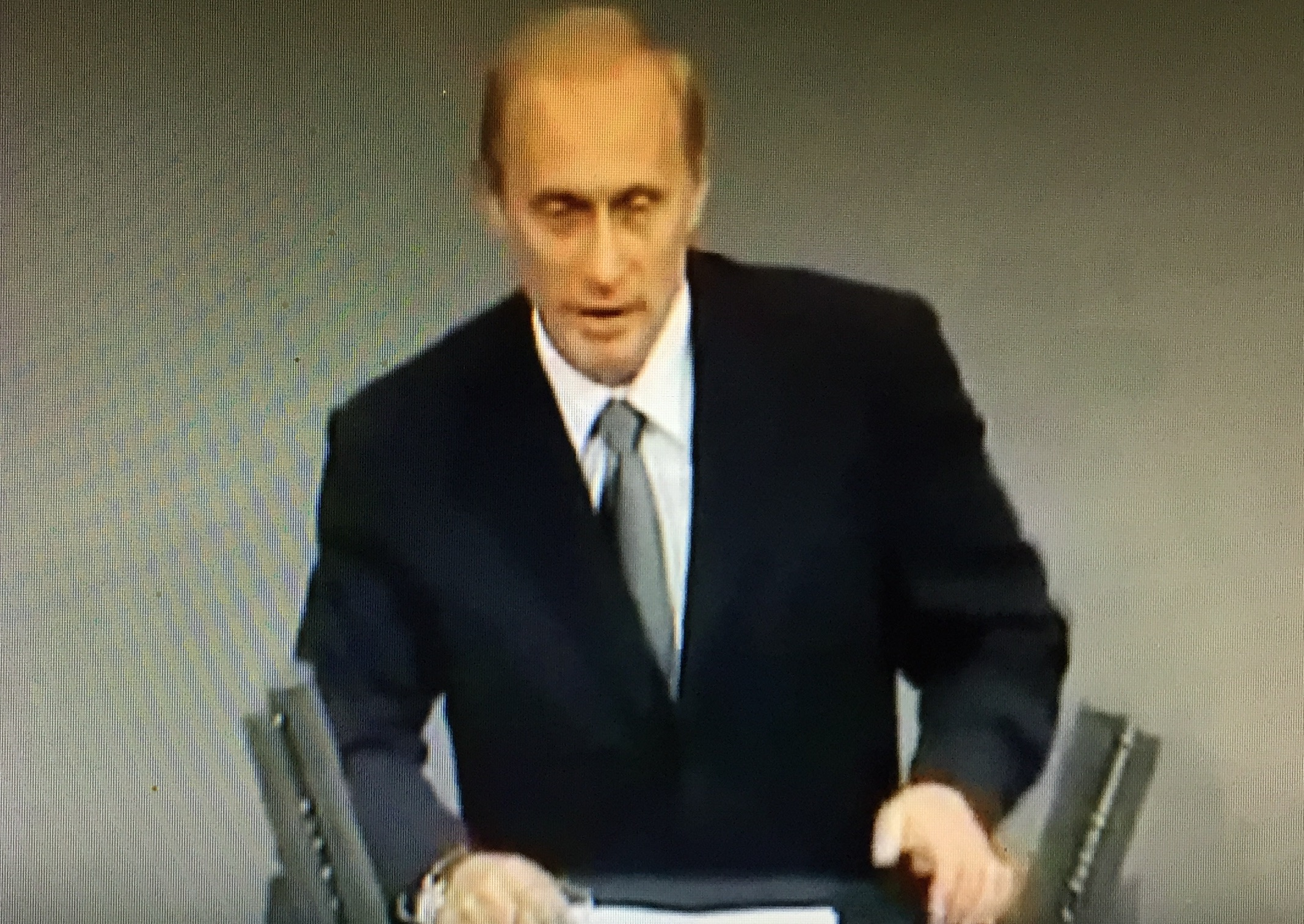 """Der russische Präsident Wladimir Putin bei seiner Rede vor dem Deutschen Bundestag 2001: """"Unter alle Problemen, die wir zu bewältigen haben, schlägt das starke und lebendige Herz Russlands, welches für vollständige Partnerschaft geöffnet ist."""""""