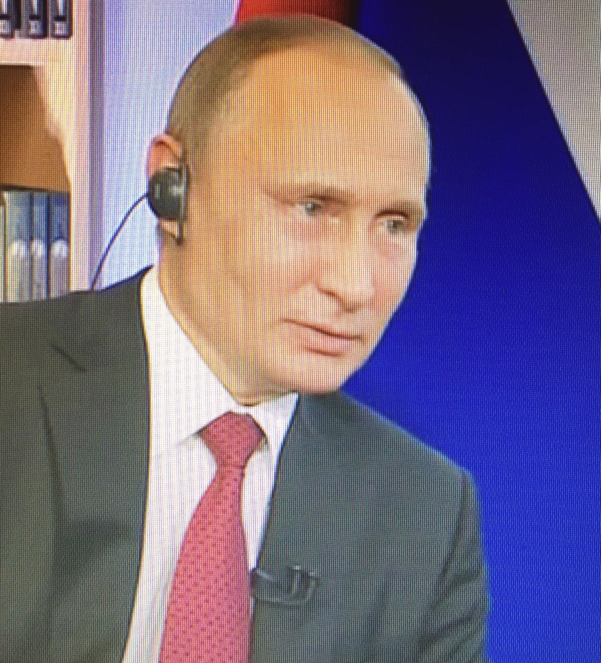 """Der russische Präsident Wladimir Putin in Paris und St. Petersburg in Richtung Westen: """"Hört auf, mit eurer erfundenen russischen Bedrohung Stimmung gegen unser Land zu machen - das führt zu nichts Gutem."""" www.progression.at"""