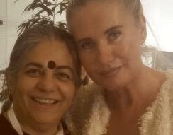 """Vandana Shiva """"Seeds of Suicide"""" mit Verena Daum """"Verantwortungslos - Zivilcourage für ein Ende des Kriegs gegen die Menschlichkeit"""", www.progression.at"""