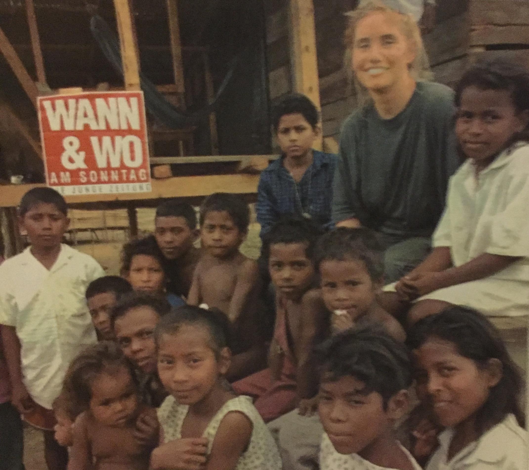 Verena Daum beim Wiederaufbau zerstörter Indio-Dörfer am Rio Coco in Nicaragua 1999 www.progression.at