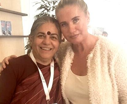 """Für die Umwelt- und Menschenrechtsaktivistin sowie Trägerin des Alternativen Nobelpreises, Vandana Shiva, ist der """"wichtigste Wandel unserer Zeit die Überwindung und Befreiung von drei Formen des Kolonialismus: die Kolonialisierung der Natur, die zur ökologischen Krise geführt hat, zweitens die Kolonialisierung der Frauen, die das weibliche Geschlecht als minderwertig sieht und zum Kampf der Geschlechter und Gewalt gegen Frauen geführt hat. Und drittens natürlich die Kolonialisierung der nicht-westlichen Kulturen, die zum 'Dritte-Welt-Problem' geführt hat und sich in den Debatten im Nord-Süd-Konflikt ausdrückt. Diese drei Probleme können meiner Ansicht nach nur gemeinsam gelöst werden"""".  Von Verena Daum (www.progression.at, www.garden-eden.org)"""